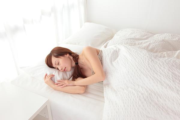 寝苦しい夏の夜でも! 快眠をゲットするテクニック4つ
