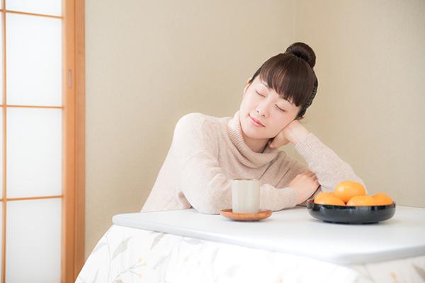 日本の真冬に欠かせない「コタツ」の節約テクニック